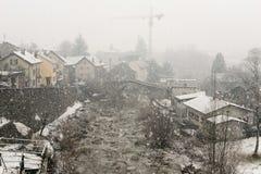 Il villaggio di Giornico nell'ambito delle precipitazioni nevose in valle di Leventina Fotografia Stock Libera da Diritti