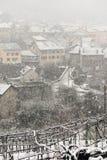 Il villaggio di Giornico nell'ambito delle precipitazioni nevose in valle di Leventina Immagine Stock