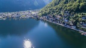 Il villaggio di Hallstatt su Hallstätter vede in alpi austriache, Austria Immagini Stock Libere da Diritti