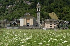 Il villaggio di Sonogno sulla valle di Verzasca Fotografie Stock