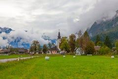 Il villaggio di Stara Fuzina vicino al lago Bohinj, Slovenia Fotografie Stock Libere da Diritti