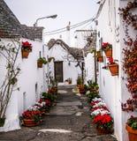 Il villaggio famoso di Trulli in Alberobello, Puglia immagine stock