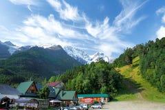 Il villaggio in montagne Immagini Stock