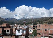 Il villaggio peruviano di Huaraz fotografie stock libere da diritti