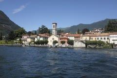 Il villaggio pittoresco di Torno sul lago Como Immagini Stock
