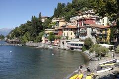 Il villaggio pittoresco di Varenna sul lago Como Fotografie Stock
