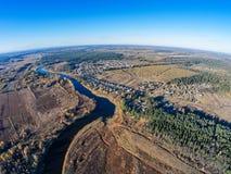 Il villaggio sulle banche del fiume Mologa Immagine Stock Libera da Diritti