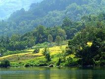 Il villaggio vicino al lago Toba Fotografie Stock Libere da Diritti