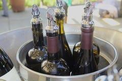 Il vino imbottiglia il barattolo di latta Fotografia Stock