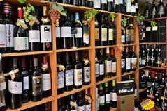 Il vino imbottiglia il deposito di vino, Portogallo Immagini Stock Libere da Diritti