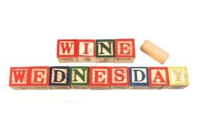Il vino mercoledì di termine visualizzato visivamente su un fondo bianco immagini stock libere da diritti