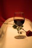 Il vino rosso ed è aumentato Fotografia Stock Libera da Diritti