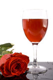Il vino rosso ed è aumentato Fotografie Stock Libere da Diritti
