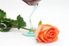 Il vino rosso ed è aumentato Fotografia Stock