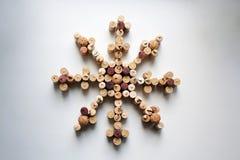 Il vino tappa il fiocco di neve su fondo bianco Fotografia Stock