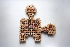 Il vino tappa la composizione nell'oggetto di puzzle immagini stock libere da diritti