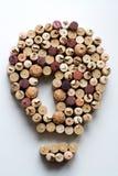 Il vino tappa la a forma di composizione nella lampadina fotografie stock libere da diritti