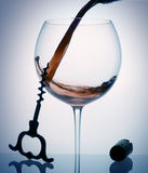 Il vino versa Fotografie Stock Libere da Diritti