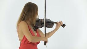 Il violinista della ragazza gioca emozionalmente sul suo musical stock footage