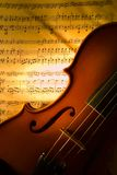 Il violino con il segno fotografie stock