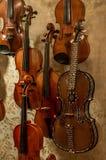 Il violino di legno è strumento musicale molto speciale Fotografie Stock Libere da Diritti