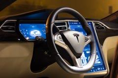 Il volante ed il cruscotto di Tesla modellano la S Immagine Stock Libera da Diritti