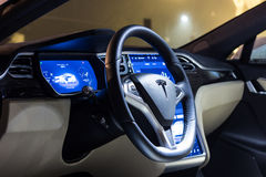 Il volante ed il cruscotto di Tesla modellano la S Fotografia Stock Libera da Diritti