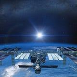 Il volo della Stazione Spaziale Internazionale sopra la terra Fotografia Stock Libera da Diritti