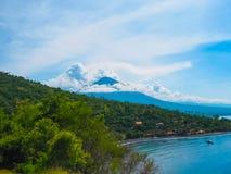 Il vulcano di Agung è il più alta montagna sull'isola di Bali, Indonesia Immagine Stock