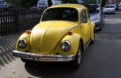 Il VW giallo ostacola Fotografia Stock