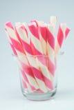 Il wafer rotola il rosa della fragola barrato Fotografie Stock