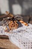 Il wafer rotola su un tovagliolo del pizzo Fotografia Stock Libera da Diritti