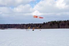 Il Windsock indica la direzione del vento della molla immagini stock