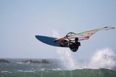 Il Windsurfer salta Fotografia Stock