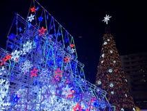 Il WORLD'S PI٠HA ILLUMINATO l'ALBERO DI NATALE, Centralworld, Bangkok, Tailandia fotografie stock