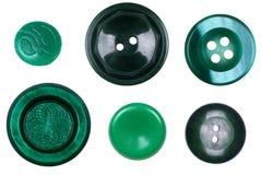 Il y a beaucoup de différents, nouveaux et vieux boutons verts d'isolement dessus Image libre de droits
