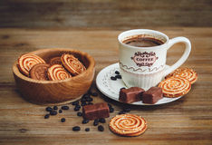 Il y a des biscuits, sucrerie, pois de chocolat, pavot Photo stock