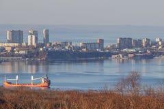 Il y a le Russe d'île dans Vladivostok sans neige pendant l'hiver photos libres de droits