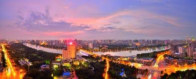 Il y a un coucher du soleil rouge au-dessus de Nanning, Guangxi Images libres de droits