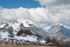 IL YUNNAN, CINA - 15 MARZO 2015: Montagna della neve di Baima della neve m. di Meili Fotografie Stock Libere da Diritti