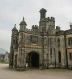 Ilam kościół z Thorpe i sala Chmurniejemy w odległości Zdjęcia Royalty Free