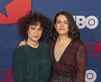 Ilana Glazer e Abbi Jacobson na premier final da estação de VEEP imagem de stock royalty free