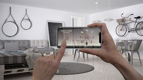 Ilar det hem- kontrollsystemet för fjärrkontrollen på ett digitalt telefonminnestavlan Apparat med app-symboler Inre av minimalis royaltyfri fotografi