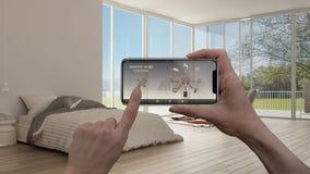 Ilar det hem- kontrollsystemet för fjärrkontrollen på ett digitalt telefonminnestavlan Apparat med app-symboler Inre av det minim arkivfoto