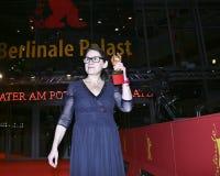 Ildiko Enyedi stelt met de Gouden Beer Royalty-vrije Stock Fotografie