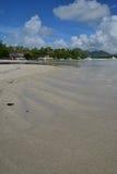 Ile辅助Cerfs附近毛里求斯的浅水区区域点的下落与许多小船在背景 库存图片