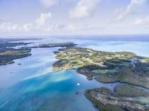Ile Cerfs aux., isla de los ciervos desde arriba Ajardine con el océano y vare, selva en abackground mauritius Foto de archivo
