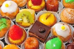 Ile de France, fine su dell'assortimento dei dolci Immagine Stock Libera da Diritti