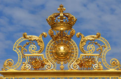 Francia, puerta de oro del palacio de Versalles en Les los Yvelines Foto de archivo