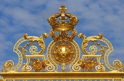 Frankrike som är guld- utfärda utegångsförbud för av den Versailles slotten i Les Yvelines Arkivfoto